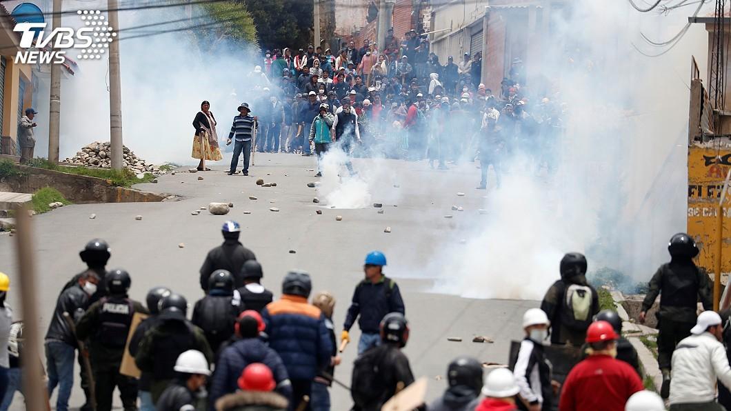 圖/達志影像路透社 總統辭職政壇陷真空 玻利維亞徹夜不安寧