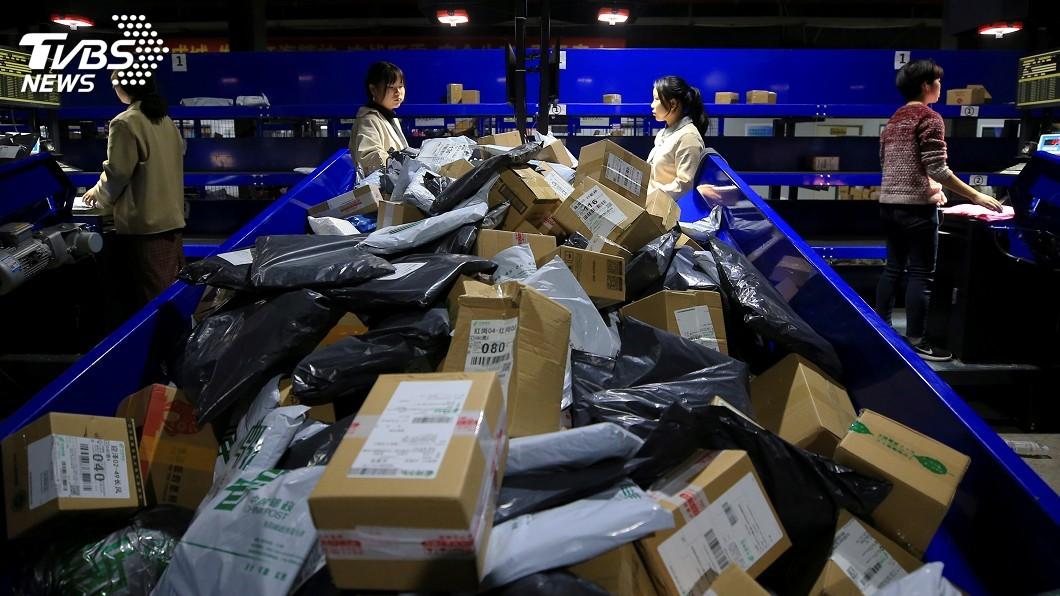圖/達志影像路透社 網購狂歡背後 快遞垃圾已成中國環境難承之重