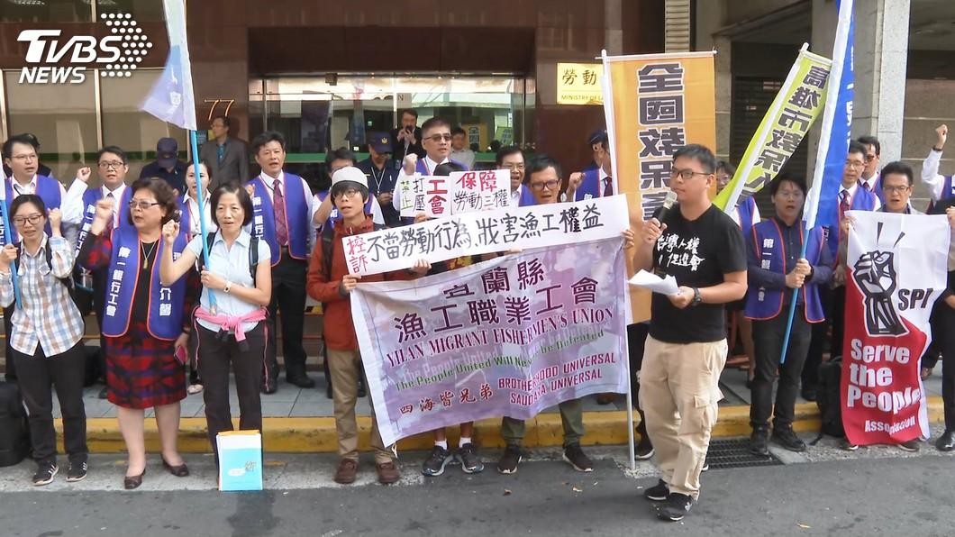 圖/TVBS 南方澳倒塌後續! 工會、居民兩地隔空抗議