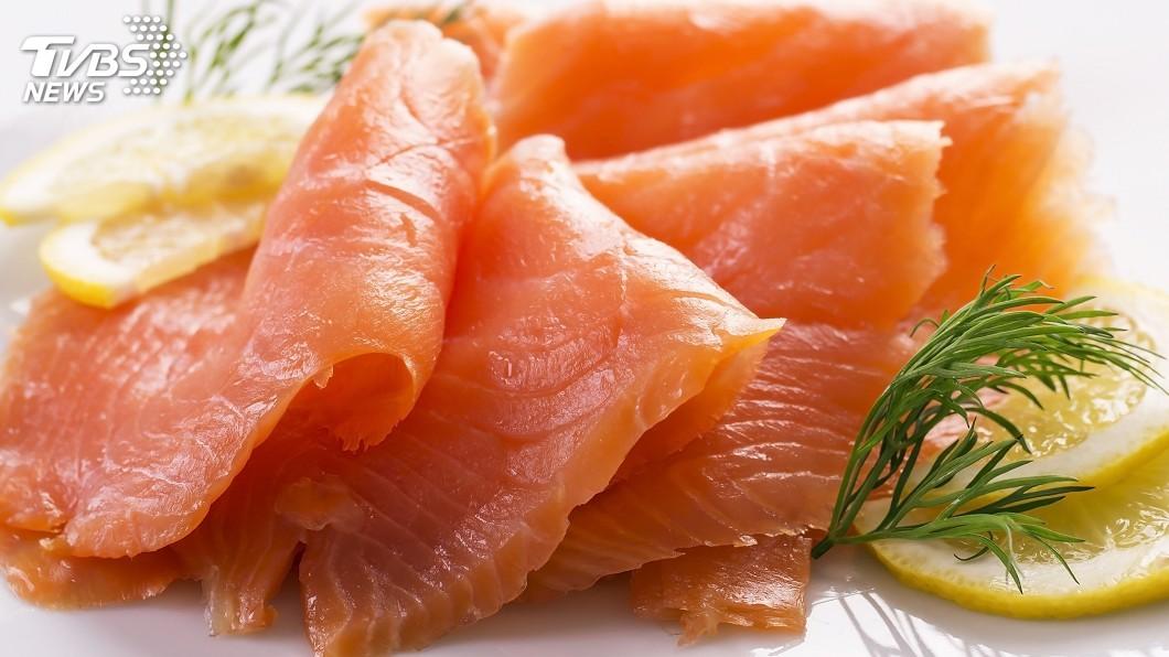 示意圖/TVBS 東京鮭魚捲太驚人 肥美魚油美味不是蓋的