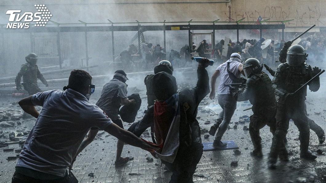圖/達志影像美聯社 智利首都再爆抗議衝突 披索貶至歷史低點