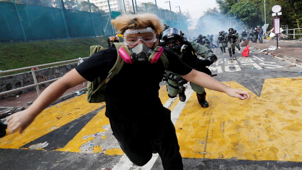 圖/達志影像路透 9成公車停1/3地鐵關 香港全城停課.警入校園
