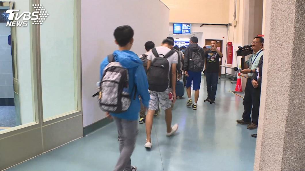 圖/TVBS 在港台生陸續返台 外交部:全力協助相關單位