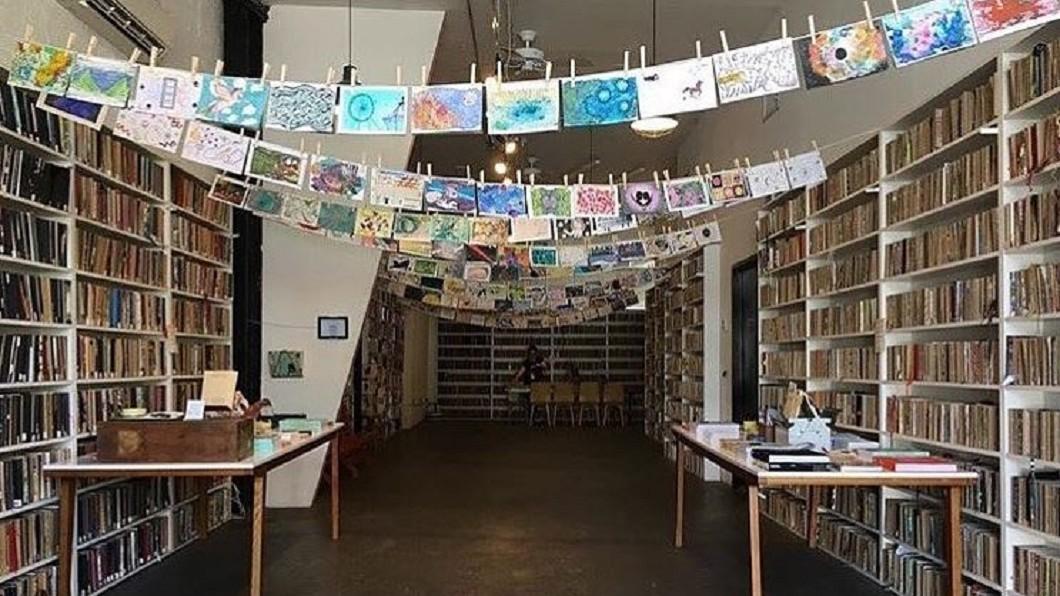 供空白素描本繪畫 美圖書館鼓勵人人當作家│TVBS新聞網
