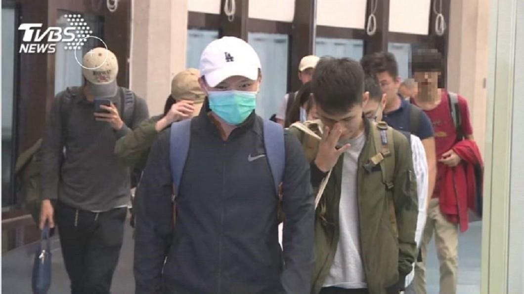 圖/TVBS 港3校學期結束或改課 112台生連夜返台