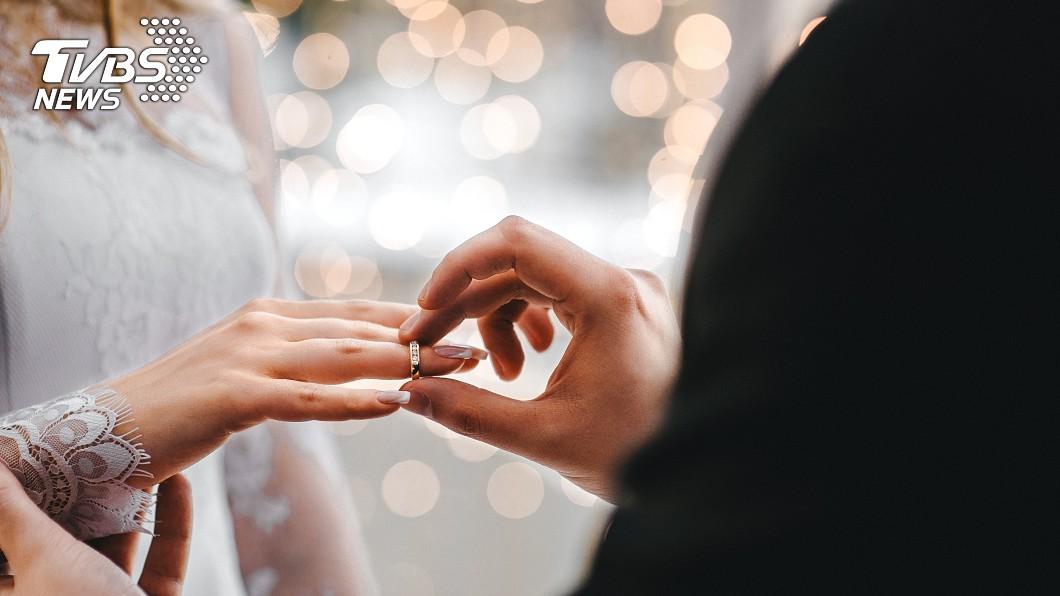 示意圖/TVBS 高中生放話要娶女老師 5年後她嫁了