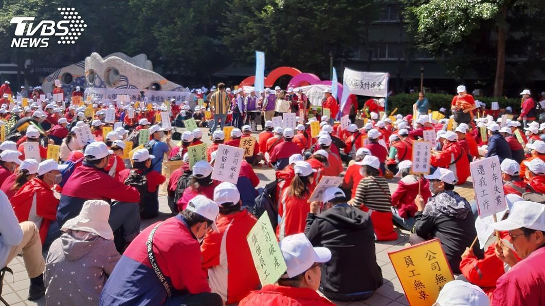 圖/中央社 華映近700員工到大同抗議 要求處理欠薪問題