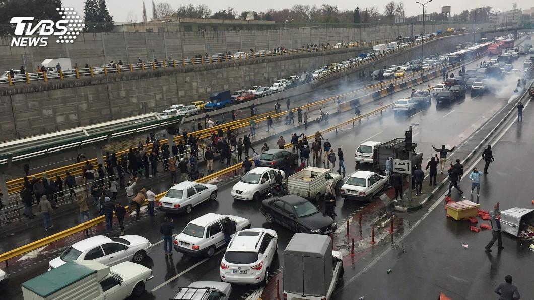 圖/達志影像路透社 伊朗調漲油價釀2死 美譴責動武支持和平抗議