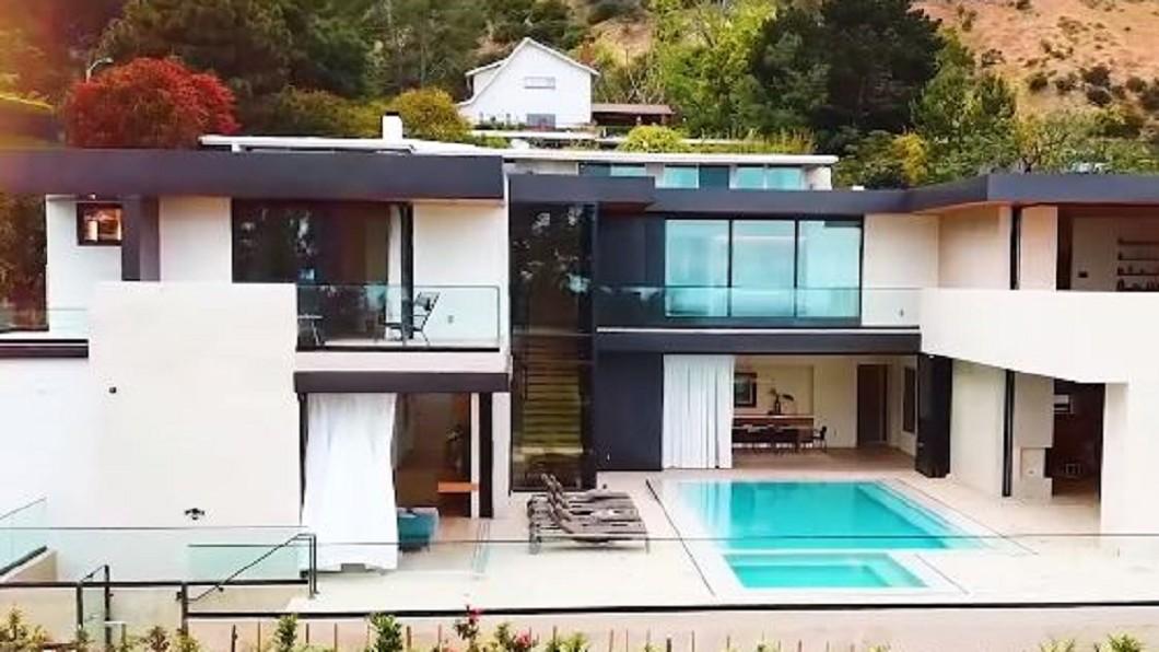 圖/翻攝自Business Insider YouTube 和大明星當鄰居 奢華Airbnb一晚要價36萬