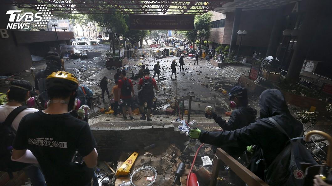 圖/達志影像美聯社 香港理大示威者多人受傷 紅十字會獲准入校救治