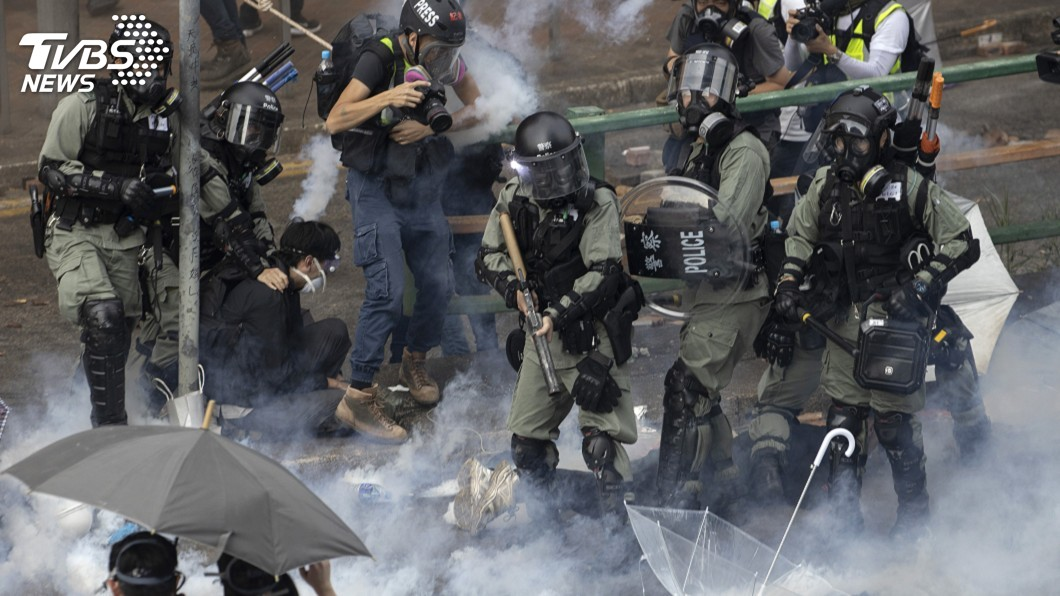 圖/達志影像美聯社 港警要理大示威者投降 校方籲警暫勿入校