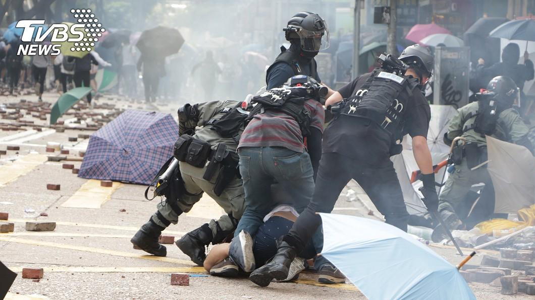 香港理工大學18日成為反送中主戰場,警方封鎖周圍500公尺,漆咸道和金馬倫道周圍爆發衝突。(圖/中央社) 港警:反送中拘捕4491人 年齡11至83歲