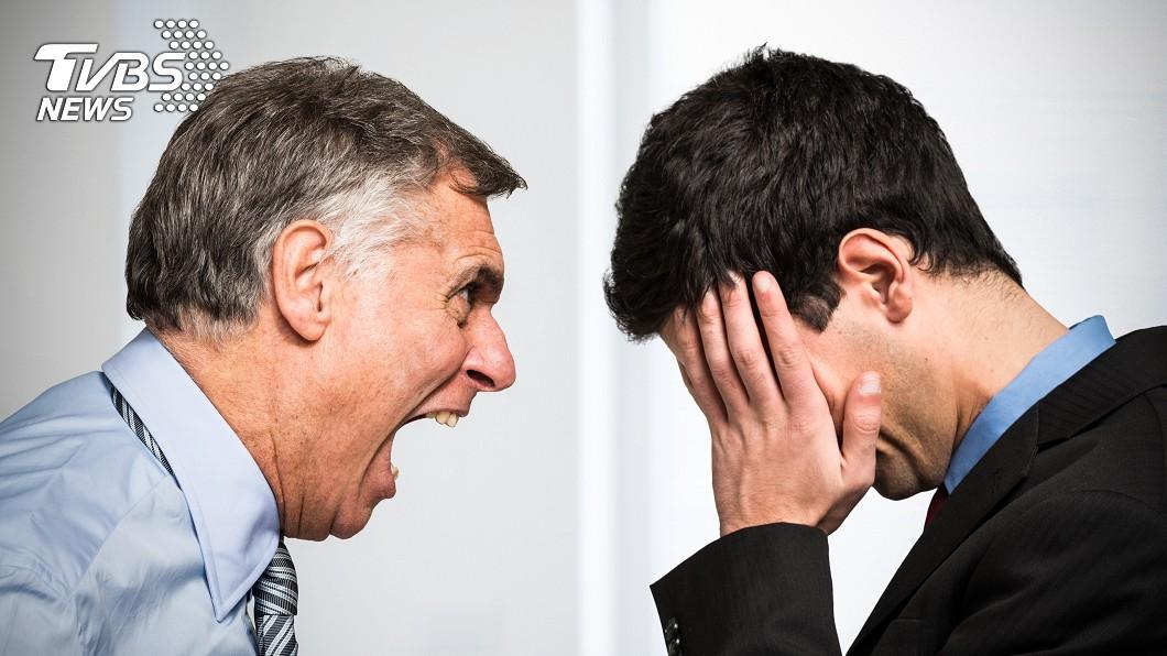 許多部屬常會因和上司意見不合,因而遭到對方辱罵。(示意圖/TVBS) 主管辱「替代你多的是」 男憤而辭職結局大逆轉