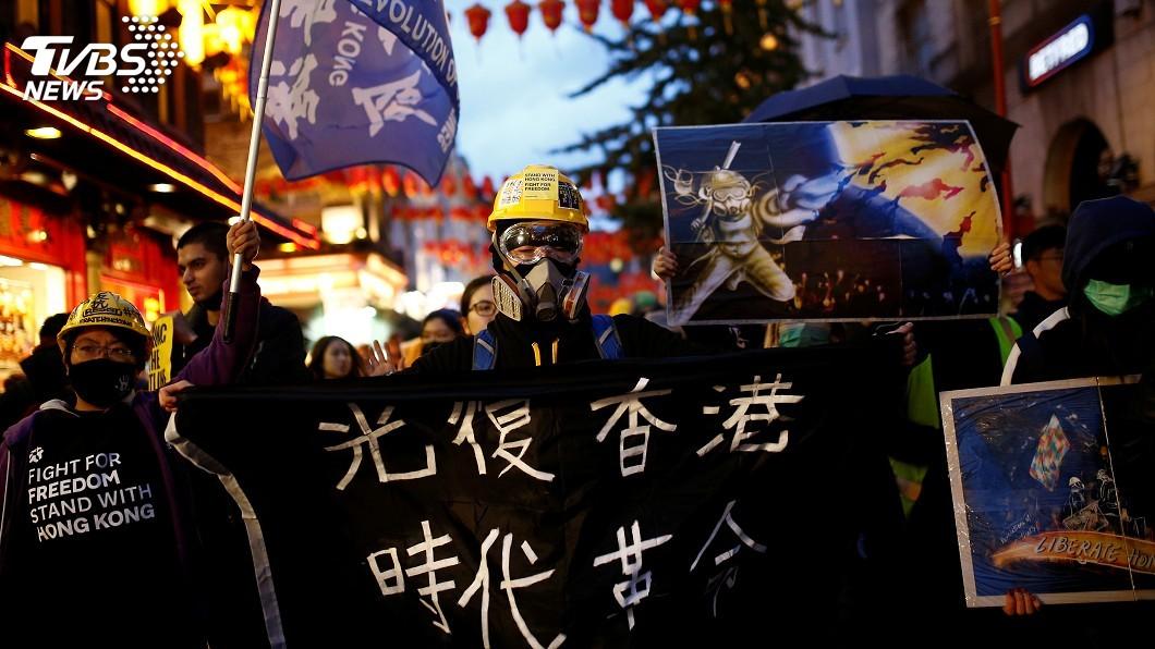 圖/達志影像路透社 心繫家鄉情勢 倫敦港人聚集中國駐英使館外抗議