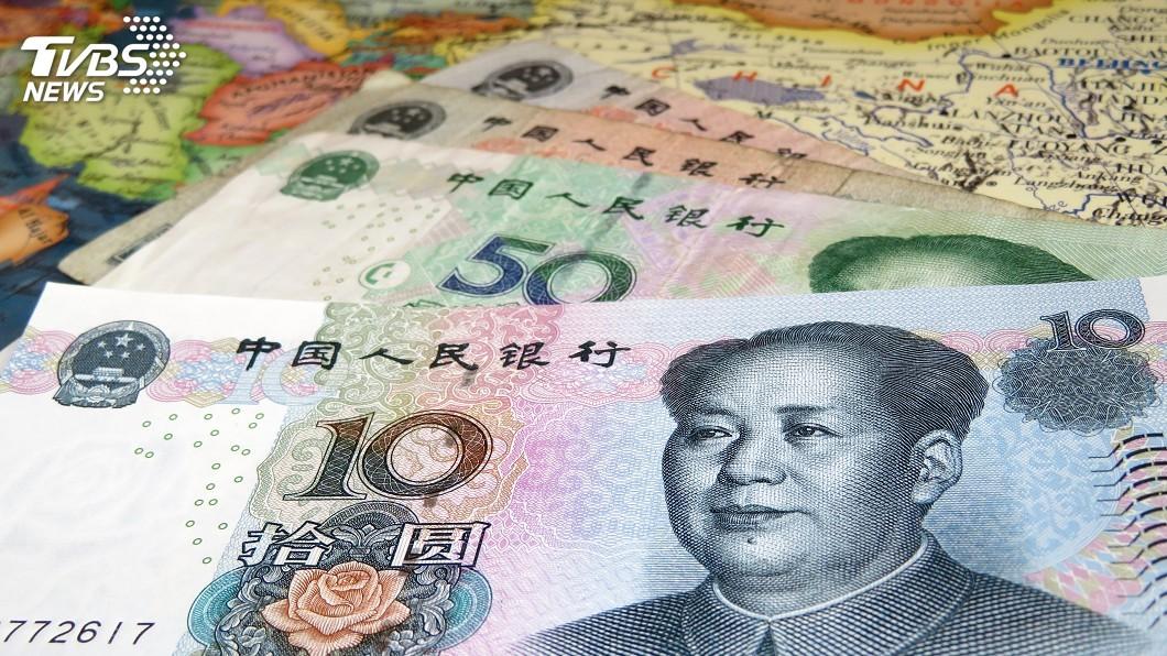 台中市一名綽號王董的男子,逃亡期間還頻上酒店包養3名酒店妹,甚至還拿出人民幣炫富,沒想到竟是偽鈔。(示意圖/TVBS) 跑路還包養3酒店妹 「王董」秀人民幣裝闊是偽鈔