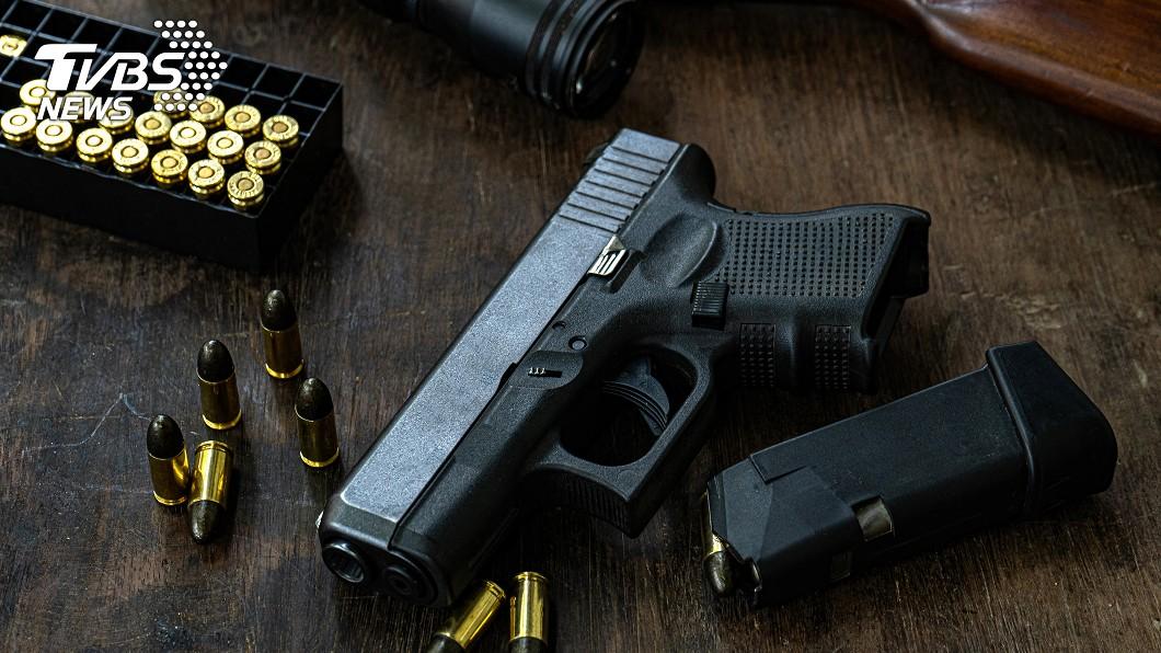 槍示意圖,非當事槍枝/TVBS 意外?證據手槍突走火 檢察官法庭上中彈身亡