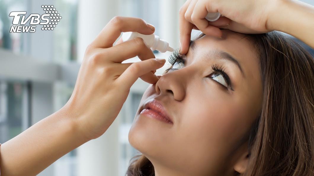 眼睛過敏示意圖,非當事人(圖/TVBS) 過敏兒換季大力揉眼 視網膜剝落差點失明
