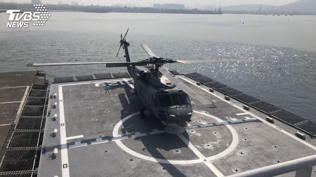 海軍S-70C直升機首降高雄艦 提升搜救效能