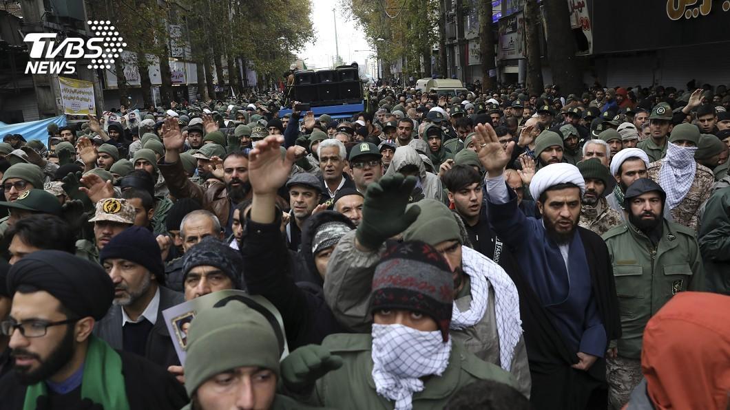 圖/達志影像美聯社 調漲油價引爆抗議 伊朗強力鎮壓斷網52小時