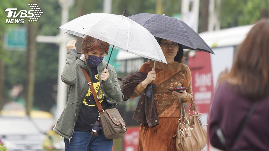 (圖/中央社) 各地低溫下探20度 桃園以北、東半部局部雨