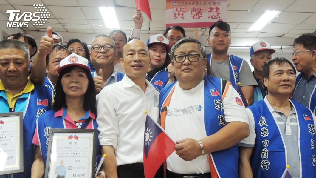 圖/中央社 韓國瑜勞工後援會授旗 再拋無薪假給6成薪