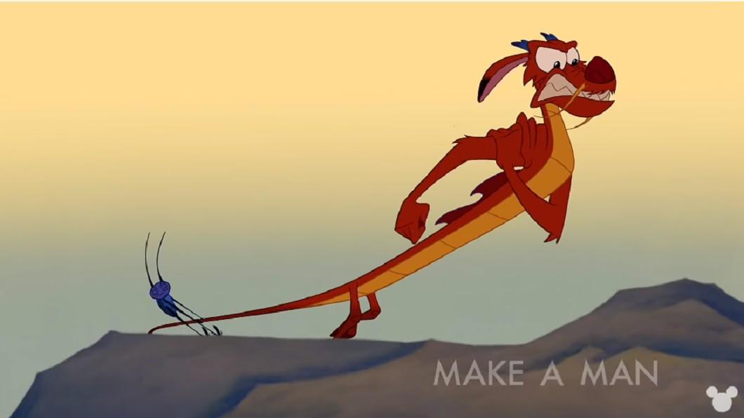 「木須龍」是《花木蘭》電影中的經典角色。圖/翻攝自DISNEY YouTube 花木蘭真人版電影海報曝光!證實木須龍被「取代」