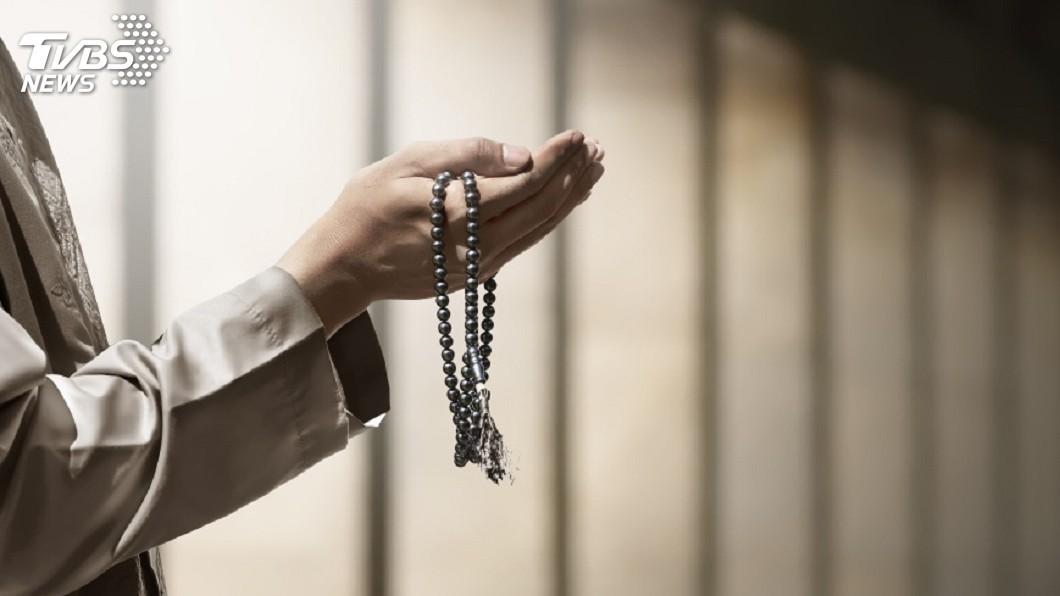 不少宮廟神壇都會請師父幫忙作法消災解厄。(示意圖/TVBS) 差點收驚!深夜回家見樓梯擺「神壇」 燒香還擺供品