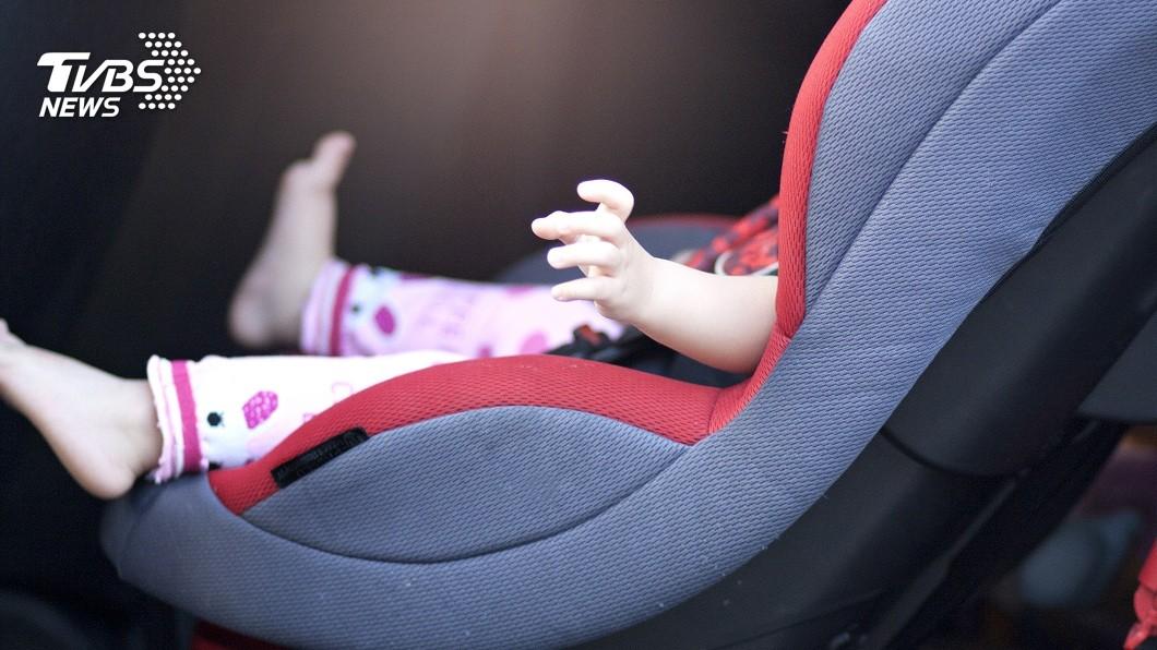 澳洲1名粗心媽媽,竟把2名年幼女兒放在車上曝曬7小時。(示意圖/TVBS) 2幼女放車上曝曬7小時 母想起抱出泡水救不回