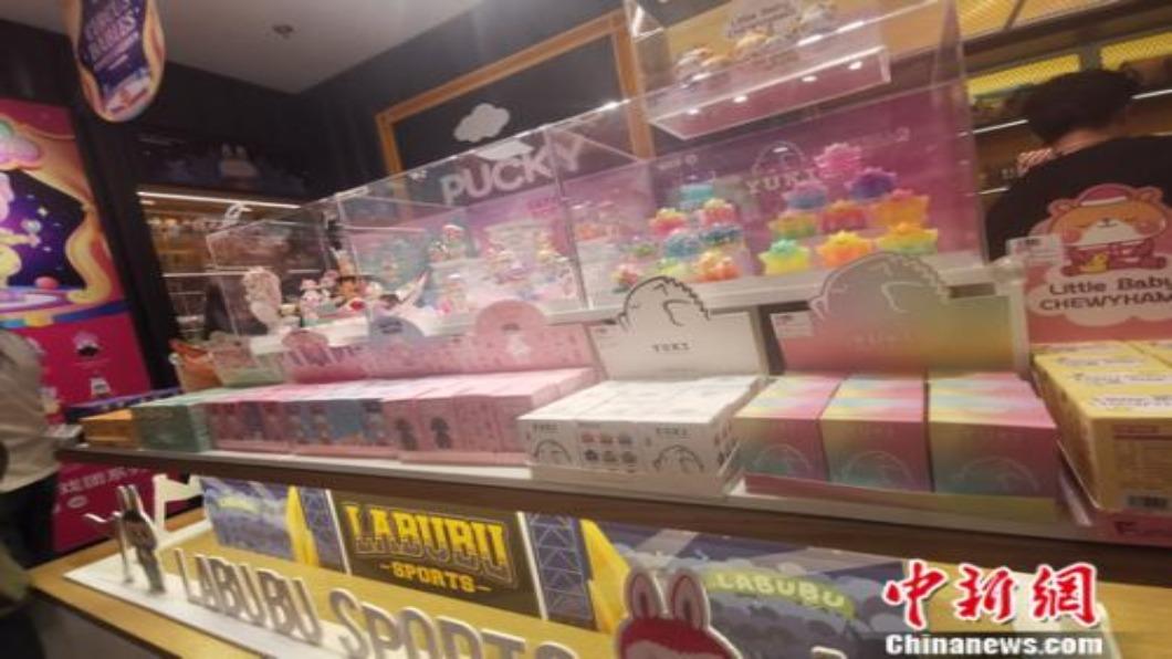 圖/翻攝自 中新網 中國大陸瘋「盲盒」 隱藏版二手價翻漲39倍