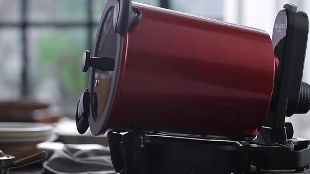 圖/翻攝自愛料理市集YouTube 不怕肉塊烤焦 旋轉鍋幫做烤牛肉大餐