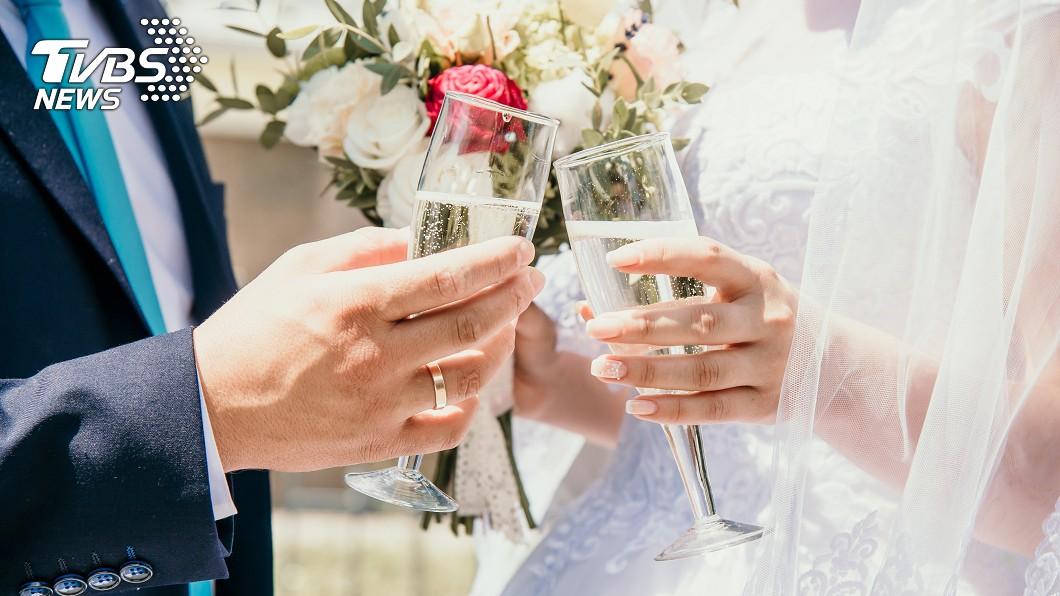 結婚是否要辦桌請客還是只要登記就好,每個人意見不一也都有各自的考量。(示意圖/TVBS) 太寒酸?好友結婚只辦5桌 網反讚:省錢省事