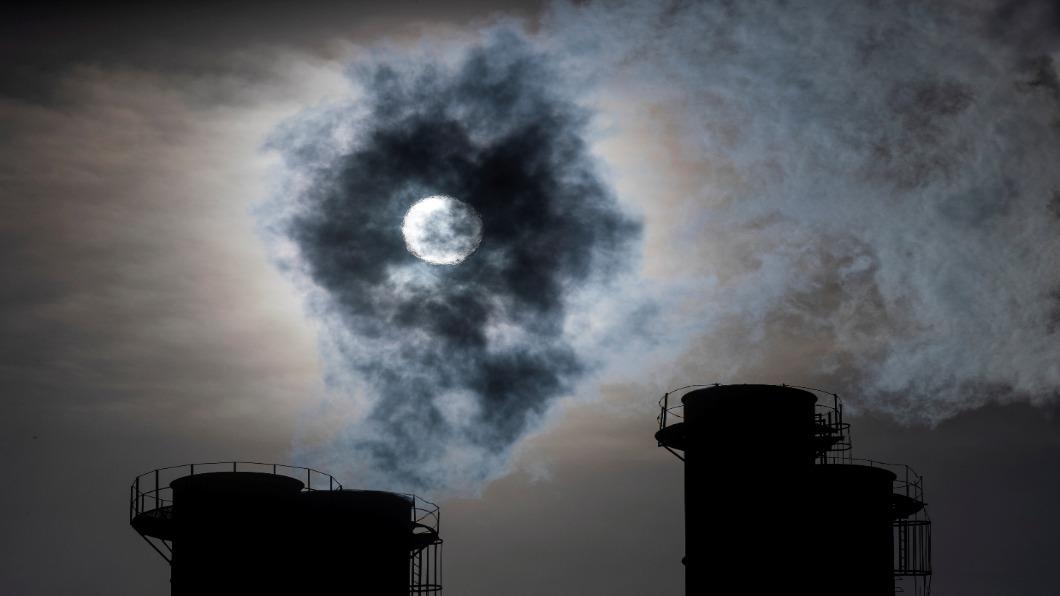 圖/達志影像路透 地球哭泣!去年碳排創新高 世紀末恐升溫3.2度