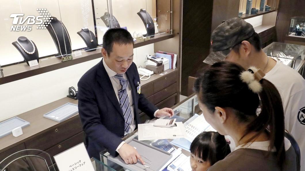 圖/達志影像美聯社 漲稅省錢你累了嗎? 東京3億日圓項鍊搶商機