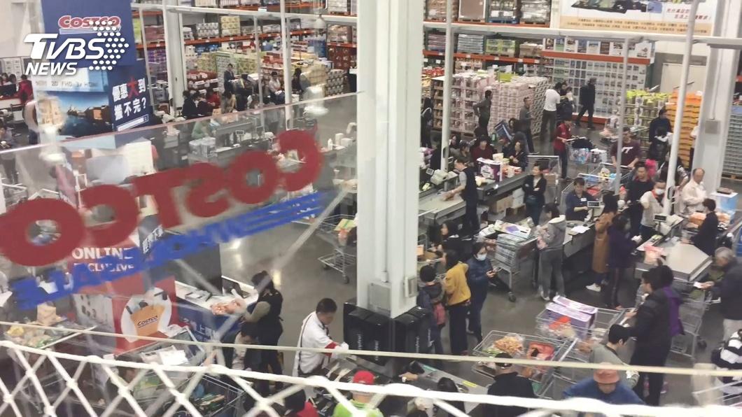 好市多的「黑色購物節」為期一個禮拜,吸引許多民眾前往搶購商品。(圖/TVBS) 託友到好市多買頂級牛小排 女崩潰:1/3是牛油