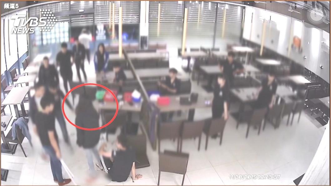 圖/TVBS 誤認搶走女友 前男友糾眾打傷牛排店男店員