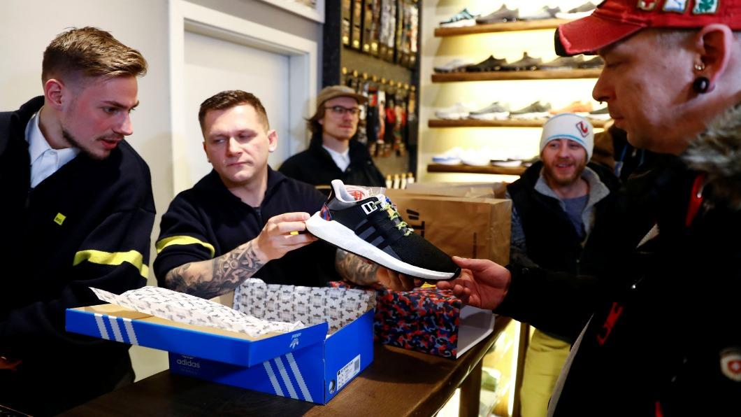 圖/達志影像路透 美國年輕世代風行草偃 變球鞋轉賣商