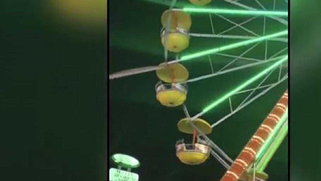 圖/翻攝自KPRC 2 Click2Houston YouTube 摩天輪巨大金屬條高空墜! 遊客抱頭尖叫