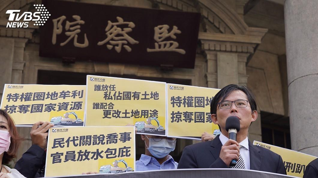 圖/中央社 質疑韓國瑜為採砂石關說 黃國昌赴監察院檢舉