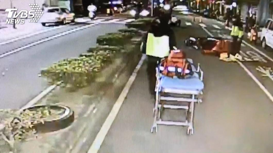 10天3車禍!路口無號誌 行人遭外送員撞擊