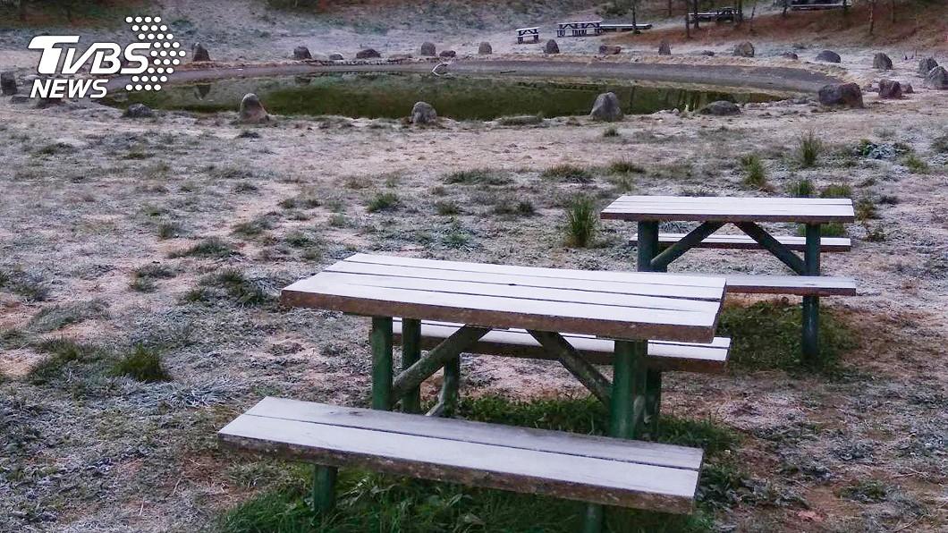 冷氣團南下水氣不足 福壽山農場結霜白色世界