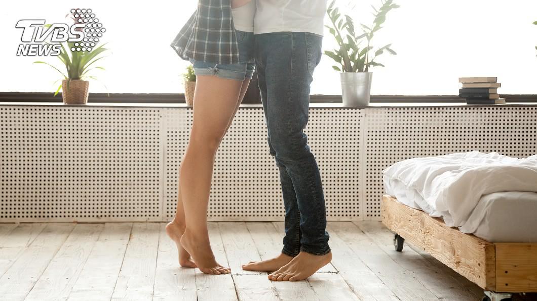示意圖/TVBS 被迫分手初戀…男友「牛仔衣」藏承諾 她4年後發現淚崩