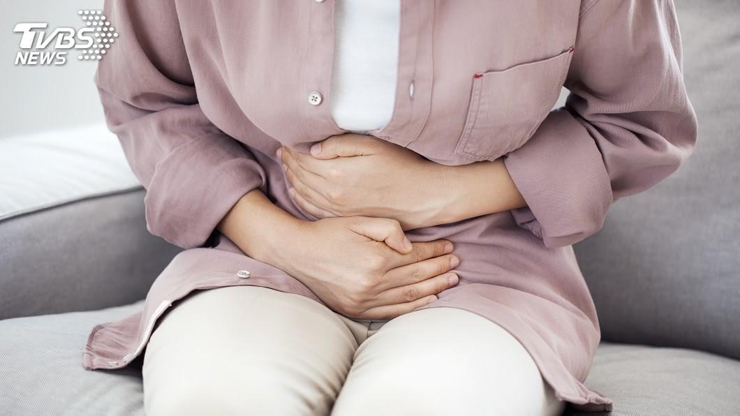 女生每個月都有特定1周是「生理期」拜訪的時期。示意圖/TVBS 中年婦女經痛到坐輪椅 醫師一看檢查報告心涼一半