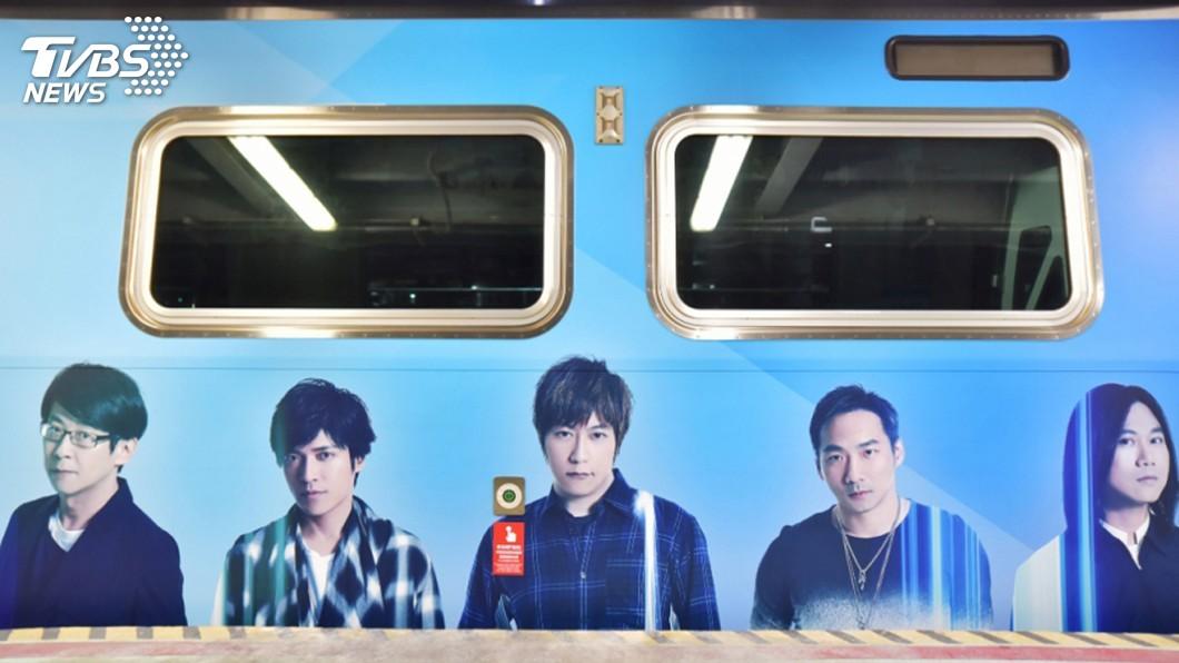 圖/桃園大眾捷運公司提供 搶攻五月天商機 桃捷演唱會專屬彩繪列車上路