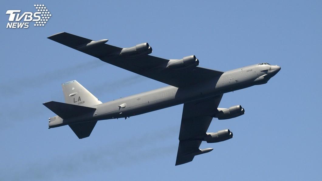 美國空軍今(8)在台灣南部海域飛行圍繞 。(示意圖/shutterstock達志影像) 美空軍戰機「由北向南」飛行!沿台海中線 徘徊南部海域
