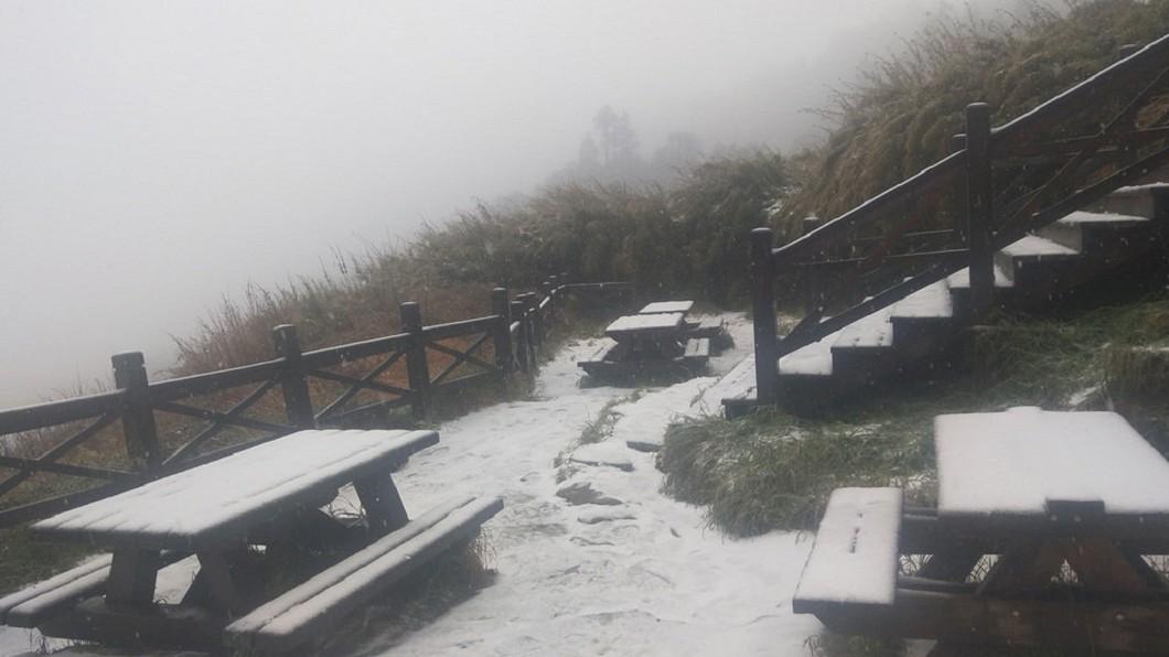 圖/布農卡里布灣高山協作提供 快訊/銀白世界! 雪山三六九山莊入冬首降雪