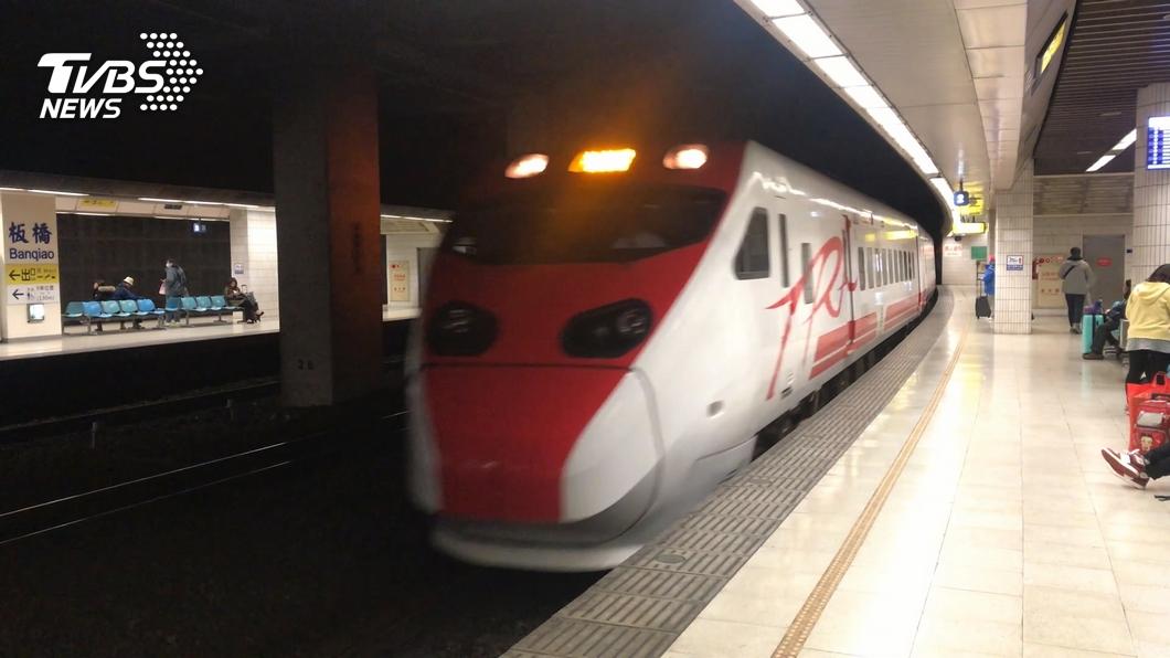 台鐵再加開台北-台東來回12列次班車。(圖/TVBS資料畫面) 端午連假車票狂賣 台鐵再加開東部幹線12列次