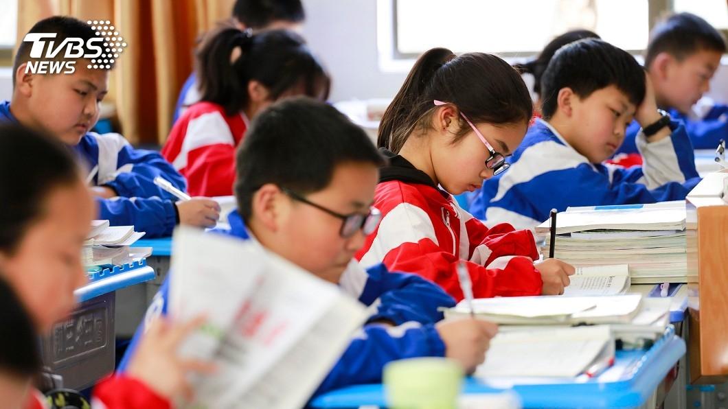 圖/TVBS 「靈魂之窗」亮紅燈 日少年兒童近視率激增