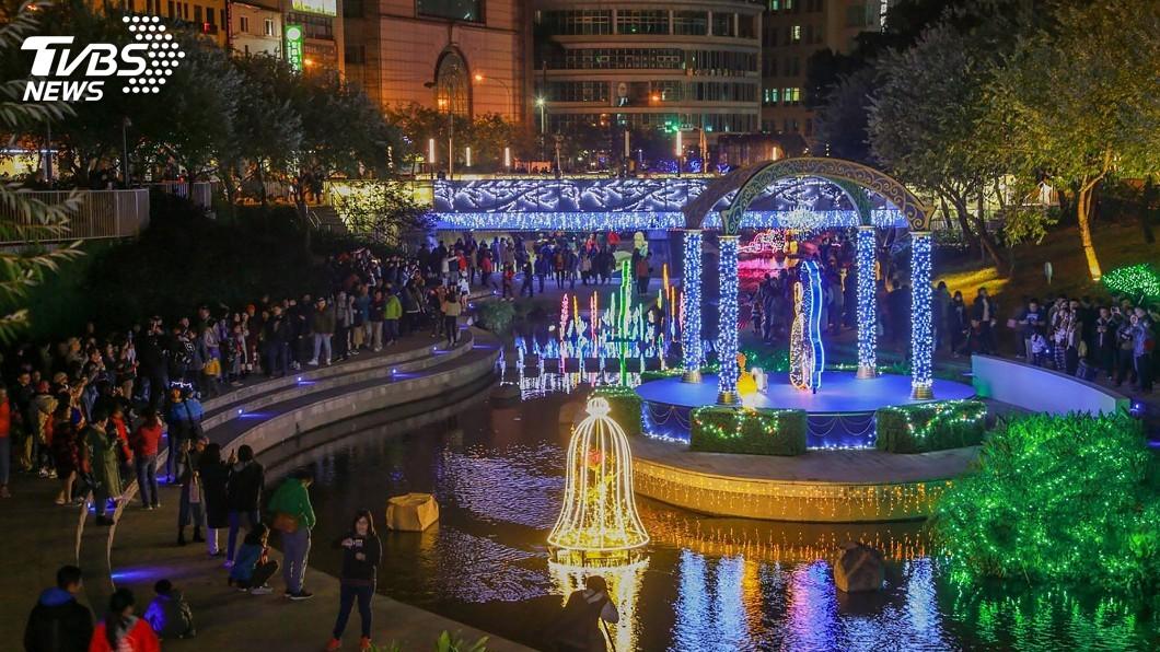 圖/台中市政府提供 中市打造耶誕夢想世界 迪士尼人物燈展吸睛