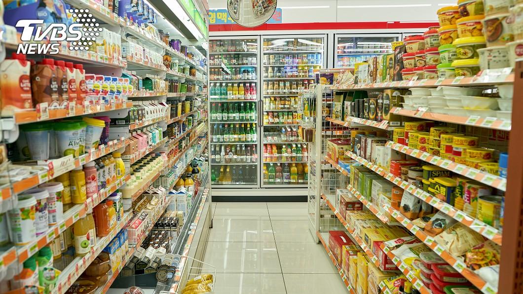 台灣便利商店遍地各地,提供各種商品及服務。示意圖/TVBS 超商女店員「超貼心暖舉」 網友淚讚:最美麗的風景