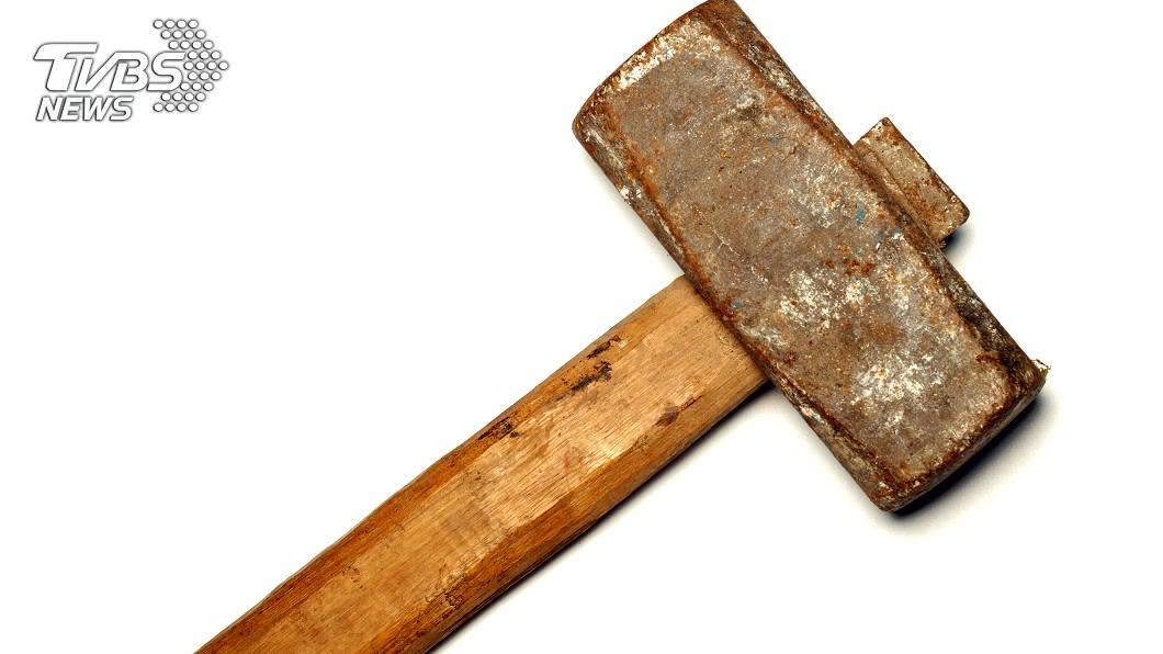 台南市仁德區男子翁博文於民國108年7月和同住的胞兄發生口角,持鐵槌打死胞兄。(示意圖/TVBS) 持鐵槌打死胞兄後留屋內喝酒 男子二審仍判14年